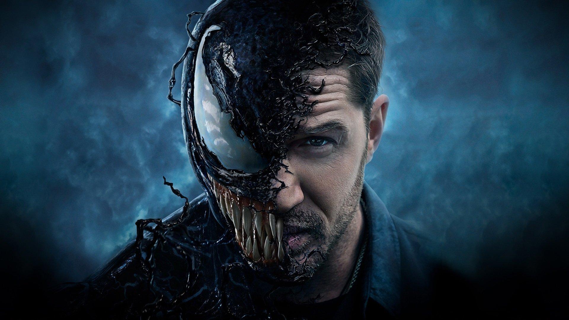 Tom Hardy als Venom auf einem Poster für Film Venom 2018