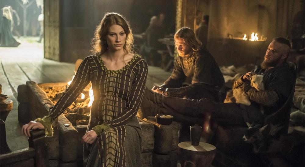 Aslaug (Alyssa Sutherland) Ragnar (Travis Fimmel) in einem Bild aus Vikings Staffel 2