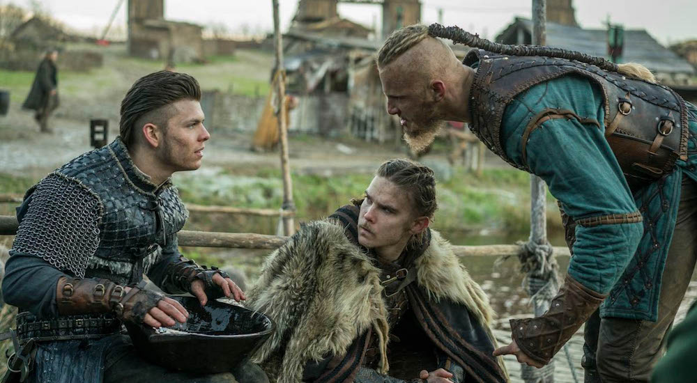 Ivar (Alex Høgh Andersen), Hvitserk (Marco Ilsø) und Ubbe (Jordan Patrick Smith) in einem Bild aus Vikings Staffel 4