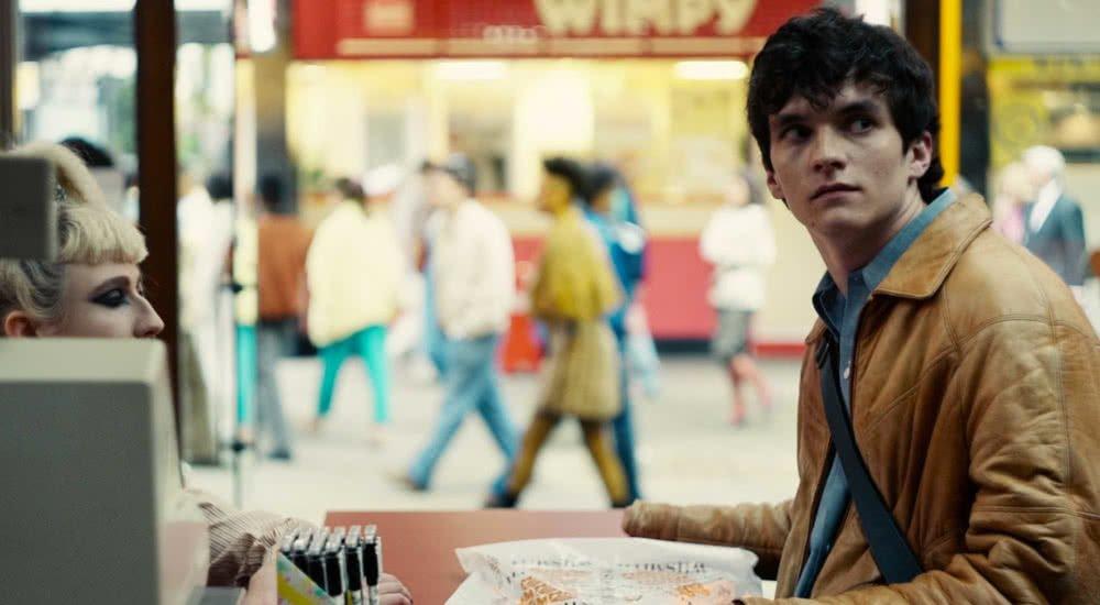 Fionn Whitehead als Stefan in Black Mirror Bandersnatch auf Netflix