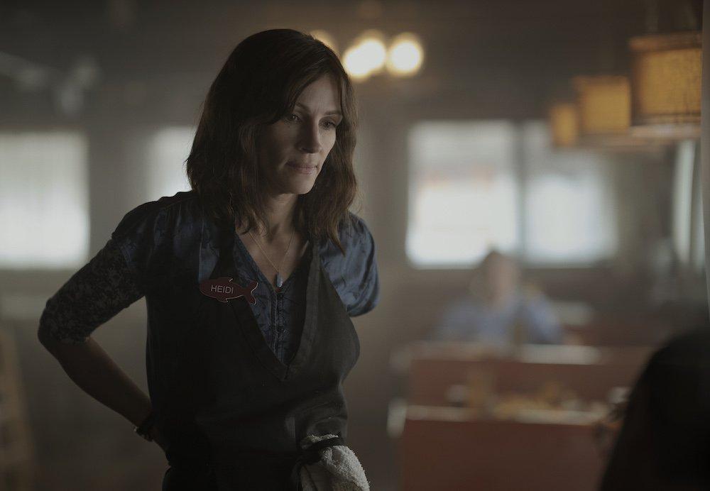 Julia Roberts als Kellnerin in einem Szenenbild für Kritik Homecoming Staffel 1