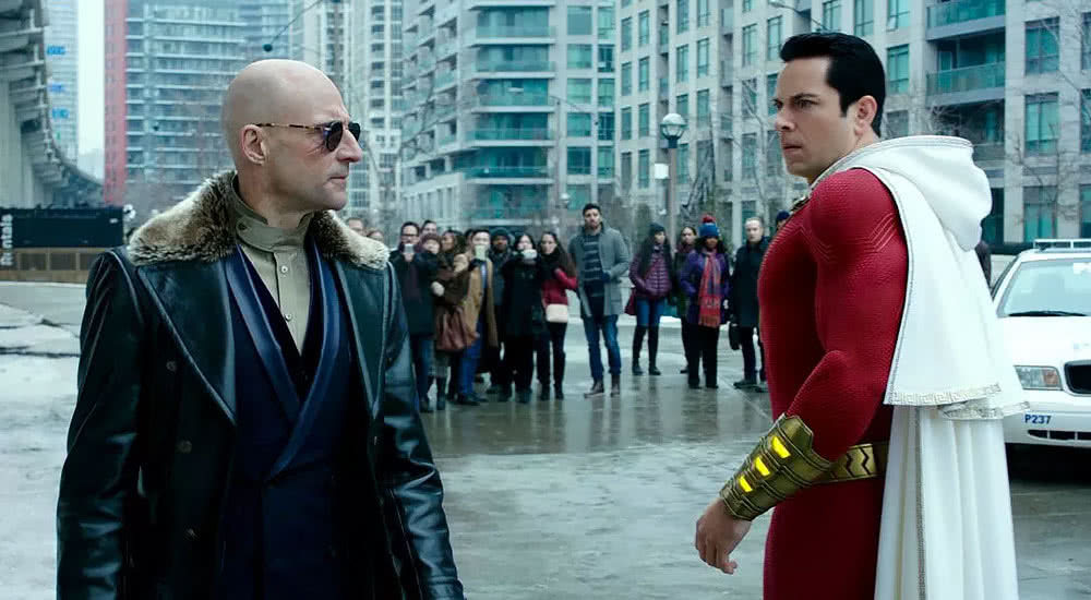 Zachary Levi und Mark Strong in Shazam