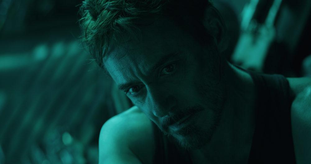 Tony Stark (Robert Downey Jr.) irrt mit dem Raumschiff durchs Weltall.
