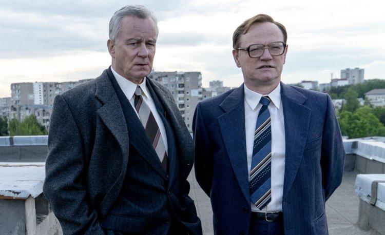 Stellan Skarsgård und Jared Harris in einem Szenenbild für Kritik Chernobyl