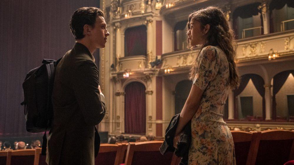 Peter Parker Tom Holland) und MJ Zendaya) in einem Opernhaus