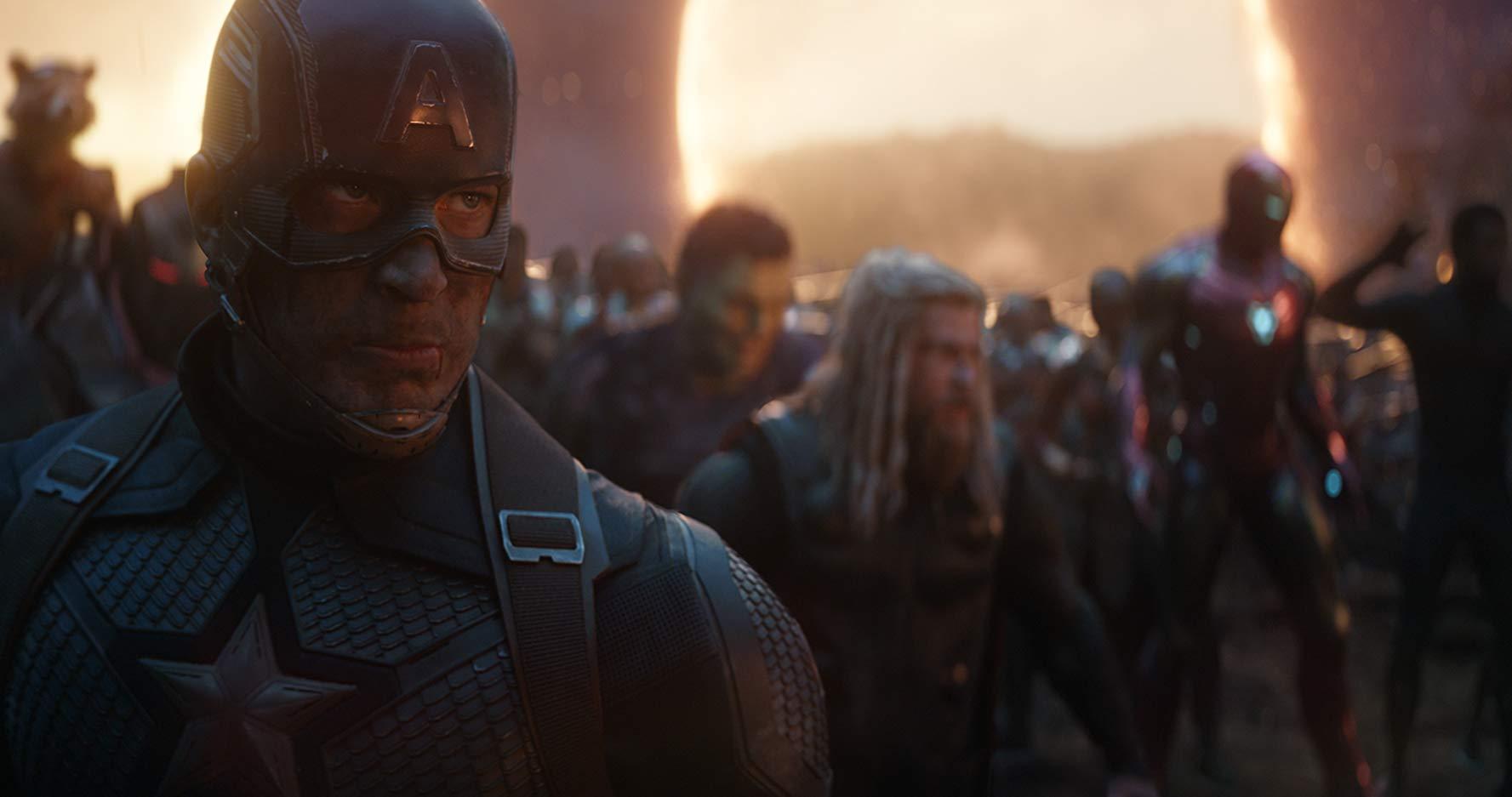 Captain America (Chris Evans), Thor (Chris Hemsworth) und weitere Avengers kämpfen ihre letzte Schlacht gegen Thanos.