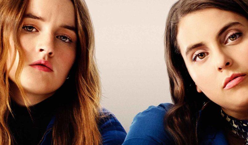 Kaitlyn Dever und Beanie Feldstein auf dem Booksmart-Plakat