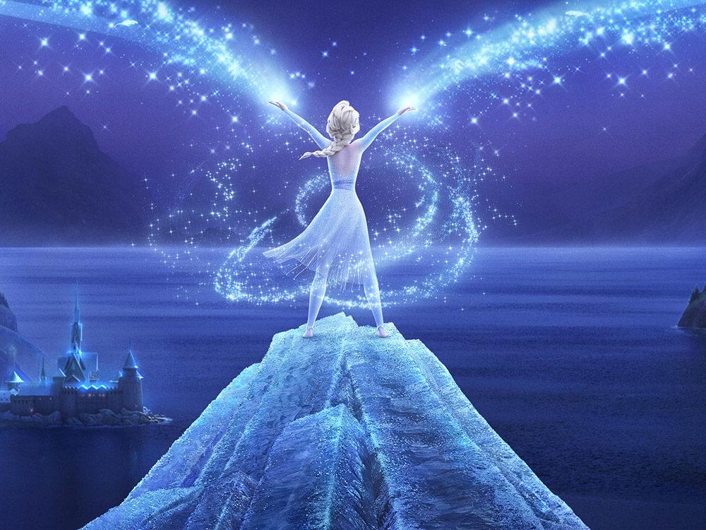 Elsa nutzt ihre Magie auf einem Felsen