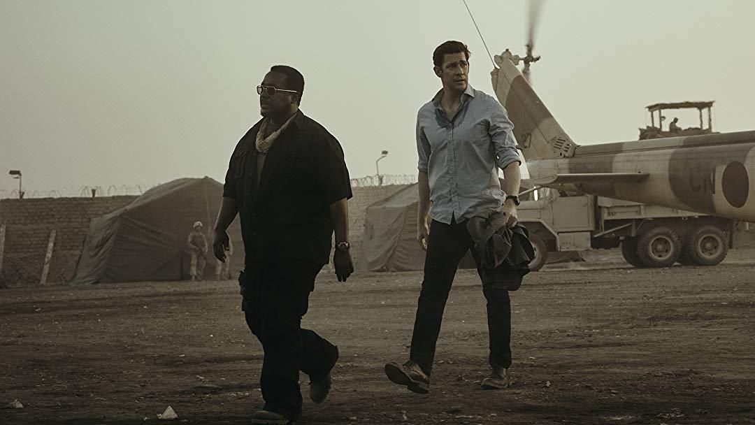 Wendell Pierce als James Greer und John Krasinski als Jack Ryan in einem Szenenbild für Jack Ryan Staffel 2