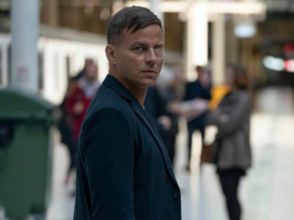 Tom Wlaschiha in einem Szenenbild für Kritik Jack Ryan Staffel 2