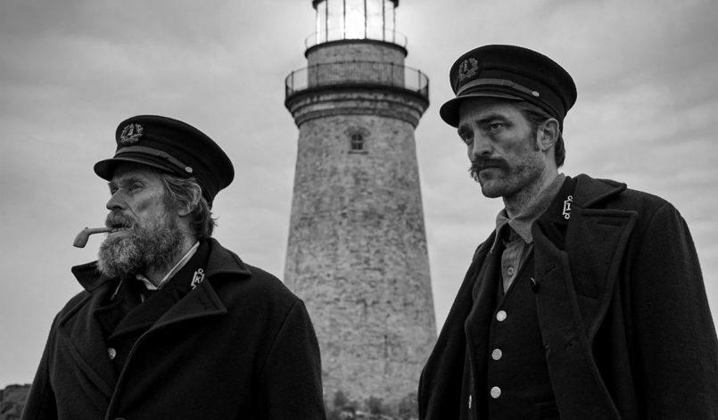 Die zwei Protagonisten vor dem Leuchtturm