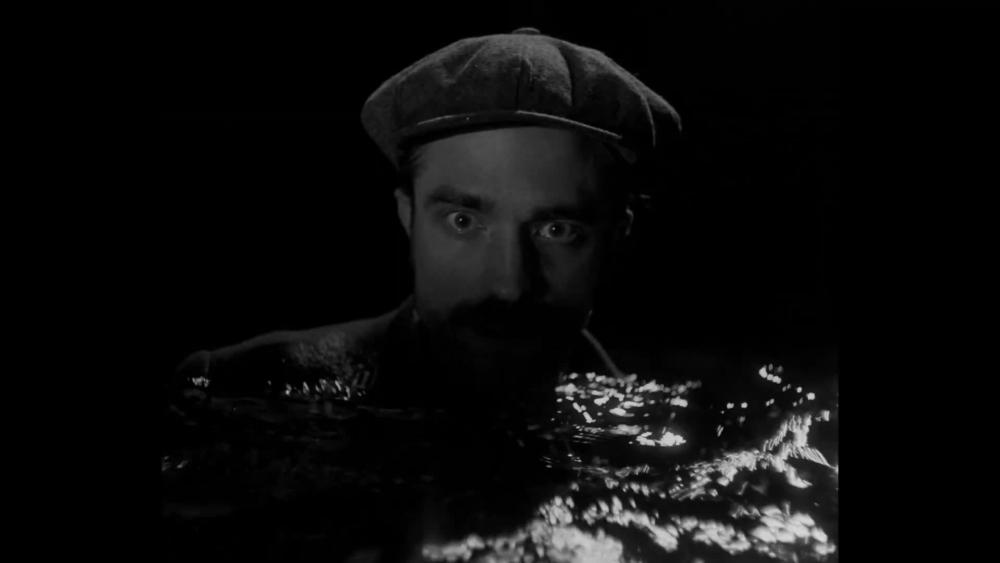 Ephraim reißt die Augen auf. Unter ihm ist Wasser.