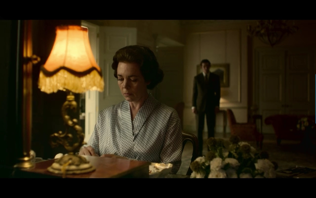 Olivia Colman als Queen Elizabeth II und Josh O'Connor als Prince Charles in The Crown.