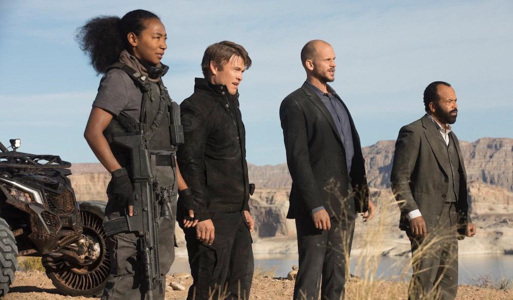 Carl Strand und seine Crew in einem Szenenbild aus Westworld Staffel 2