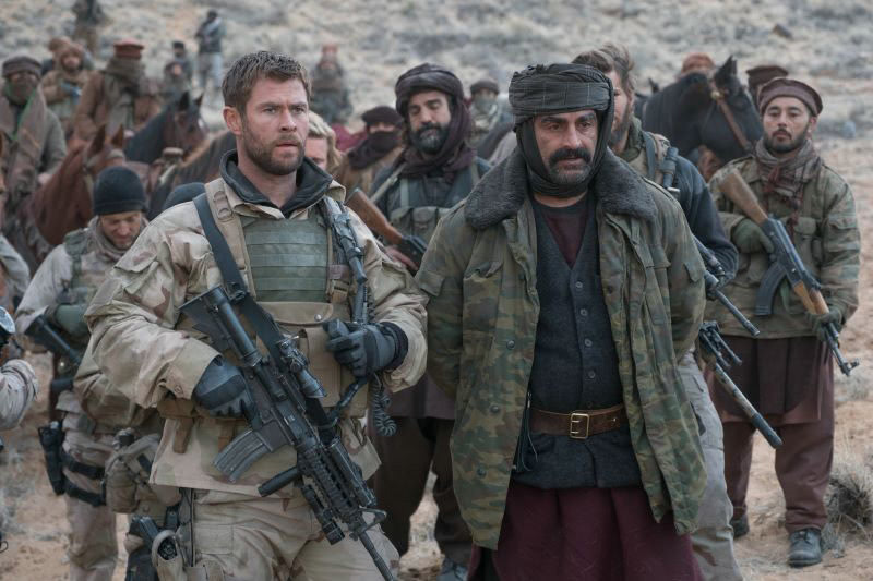 Chris Hemsworth in einem Szenenbild für Kritik Operation: 12 Strong