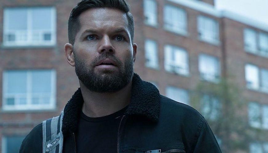 Wes Chatham als Amos in einem Szenenbild auf der Erde für Kritik The Expanse Staffel 5