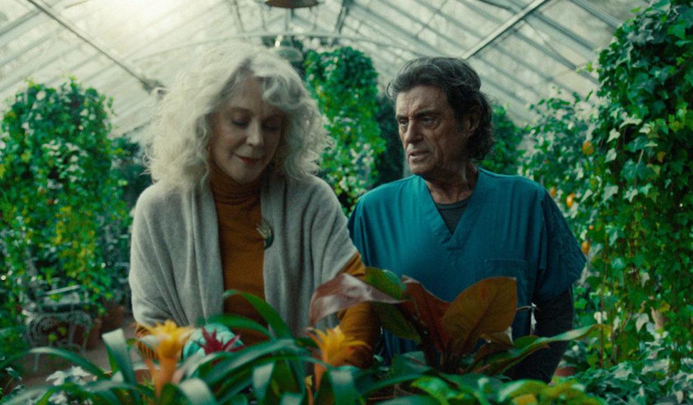Mr. Wednesday (Ian McShane) mit Demeter (Blythe Danner) im Gewächshaus