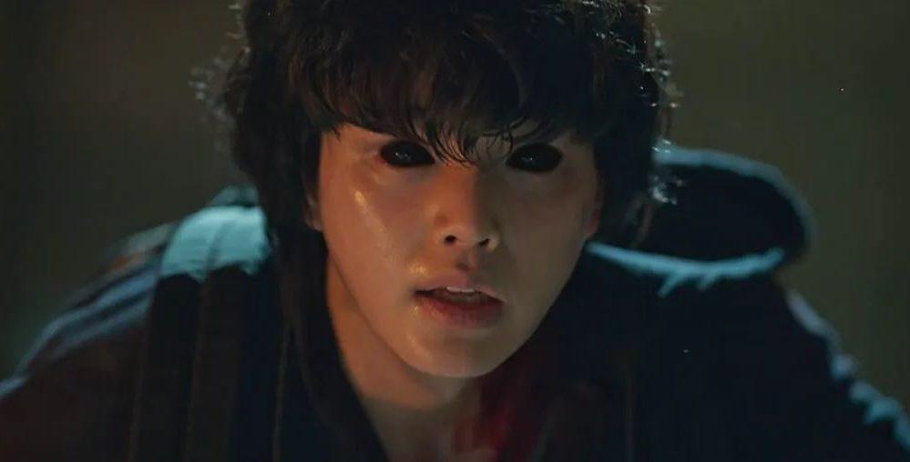 Cha Hyun-soo (Song Kang) mit schwarzen Augen