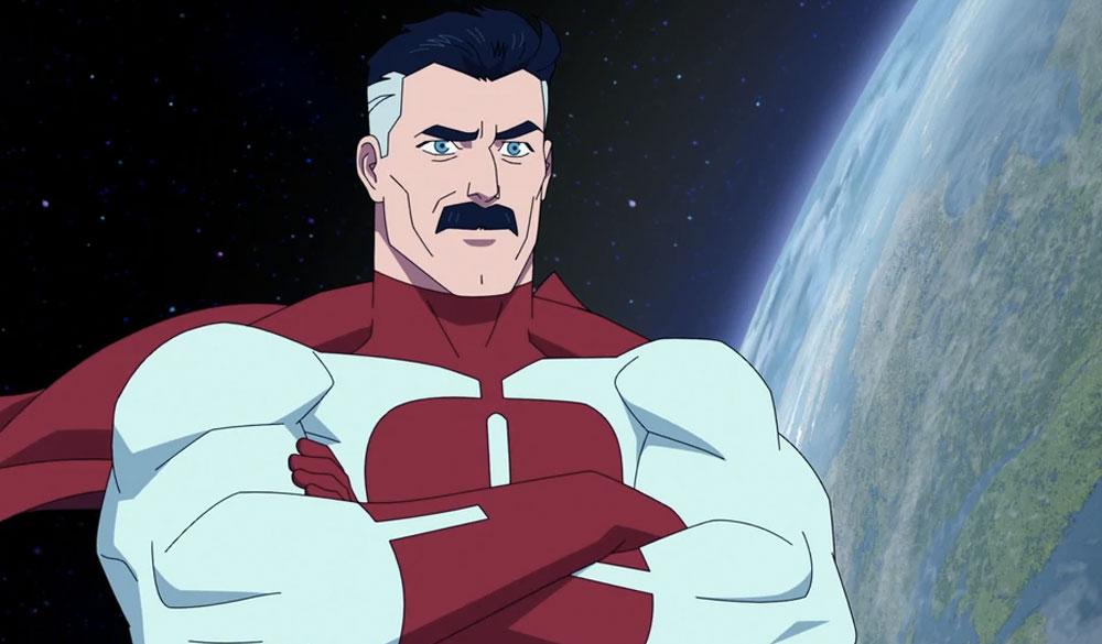 Omni-Man (J. K. Simmons) schwebt im Weltraum.