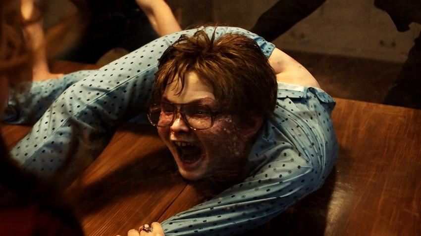 Julian Hilliard als David Glatzel in einem Szenenbild aus Conjuring 3 Im Bann des Teufels