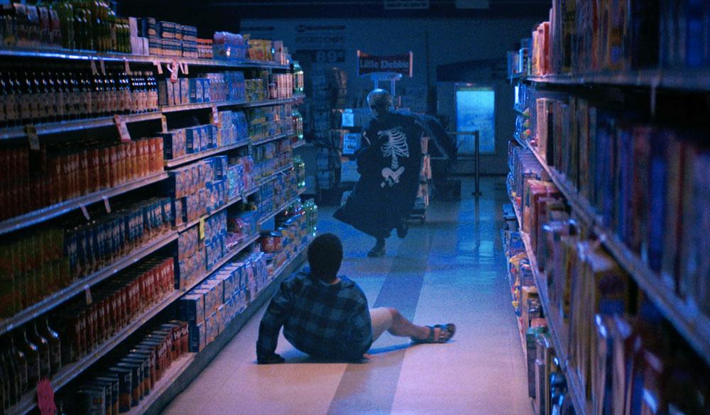 Szenenbild aus Fear Street 1994 Teil 1 in einem Supermarkt