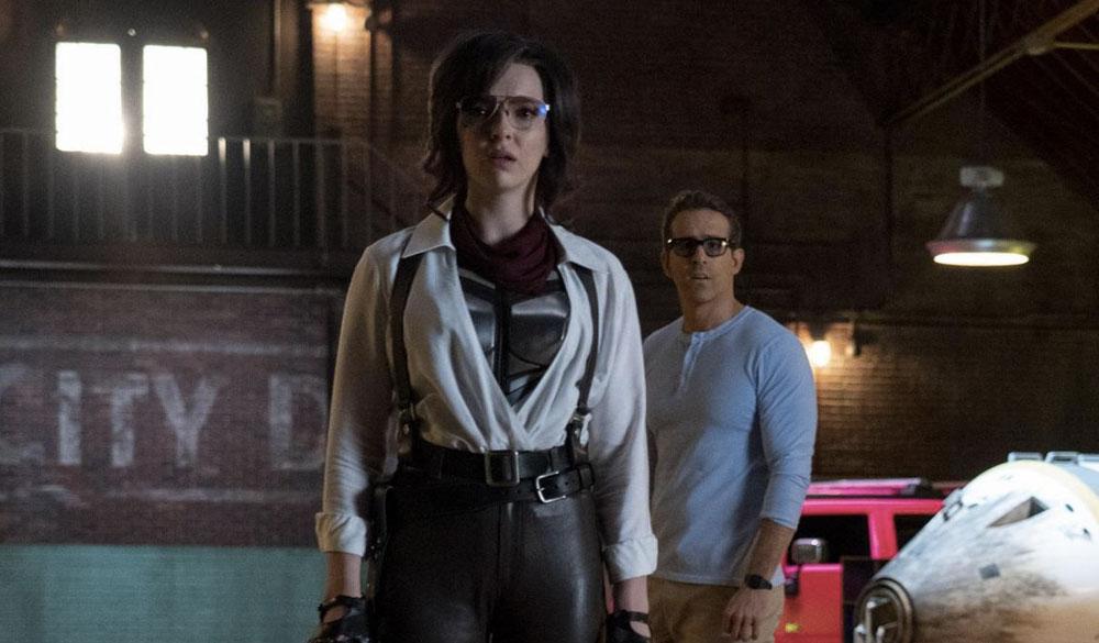 Molotov Girl (Jodie Comer) und Guy (Ryan Reynolds)