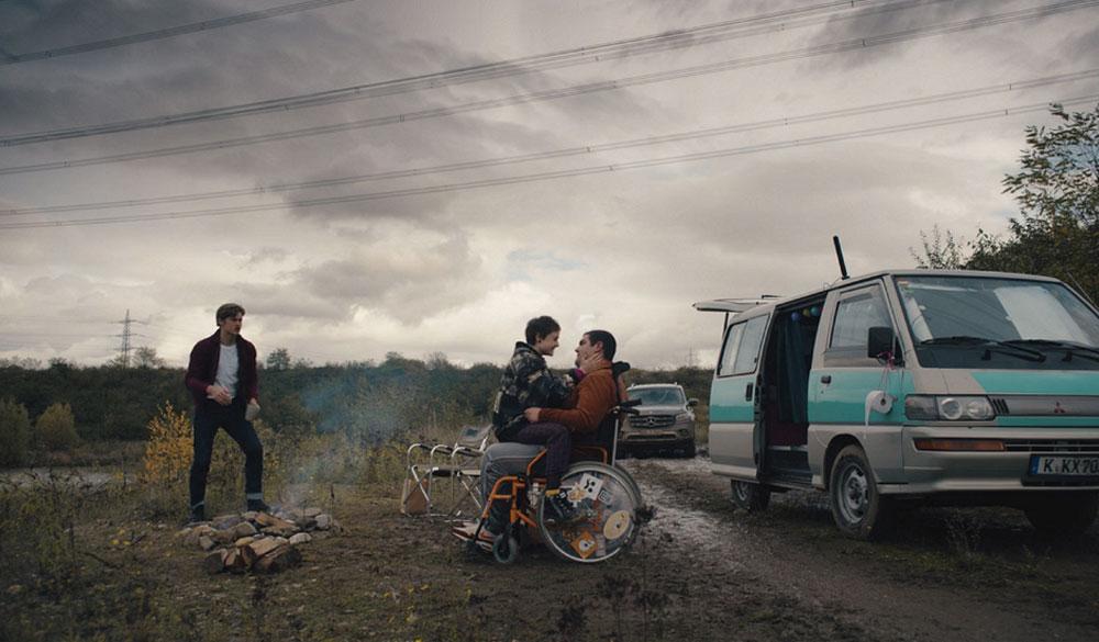 Damian Hartung, Danilo Kamperidis und Lena Urzendowsky als Dan, Lenny und Kira in How to Sell Drugs Online (Fast)