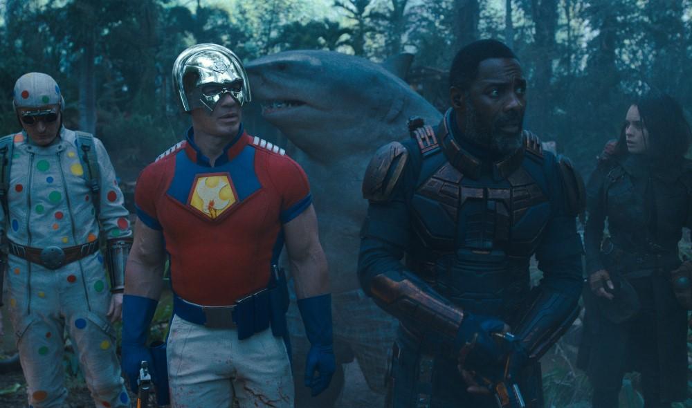 Peacemaker (John Cena), Bloodsport (Idris Elba) und weitere Mitglieder der Suicide Squad.