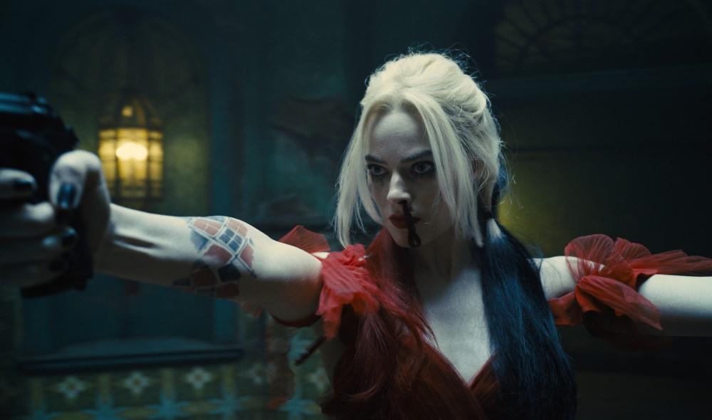 Harley Quinn (Margot Robbie) schießt sich durch.