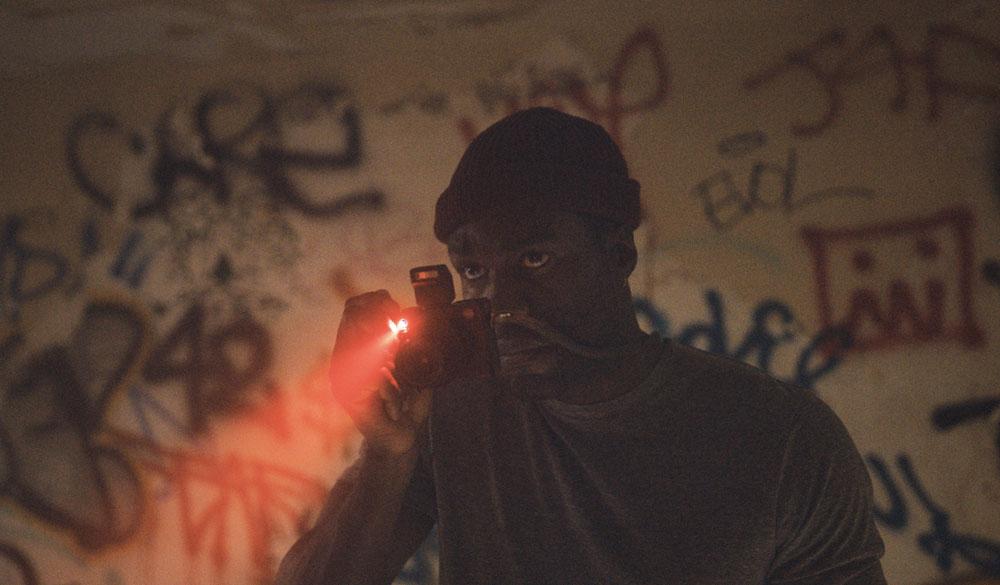 Yahya Abdul-Mateen II als Anthony McCoy in Nia DaCostas Candyman (2021)